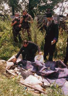 Serb priests and Italian soldiers found dead Serbs, summer 1999