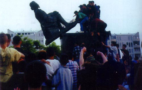 Pulling down the monument